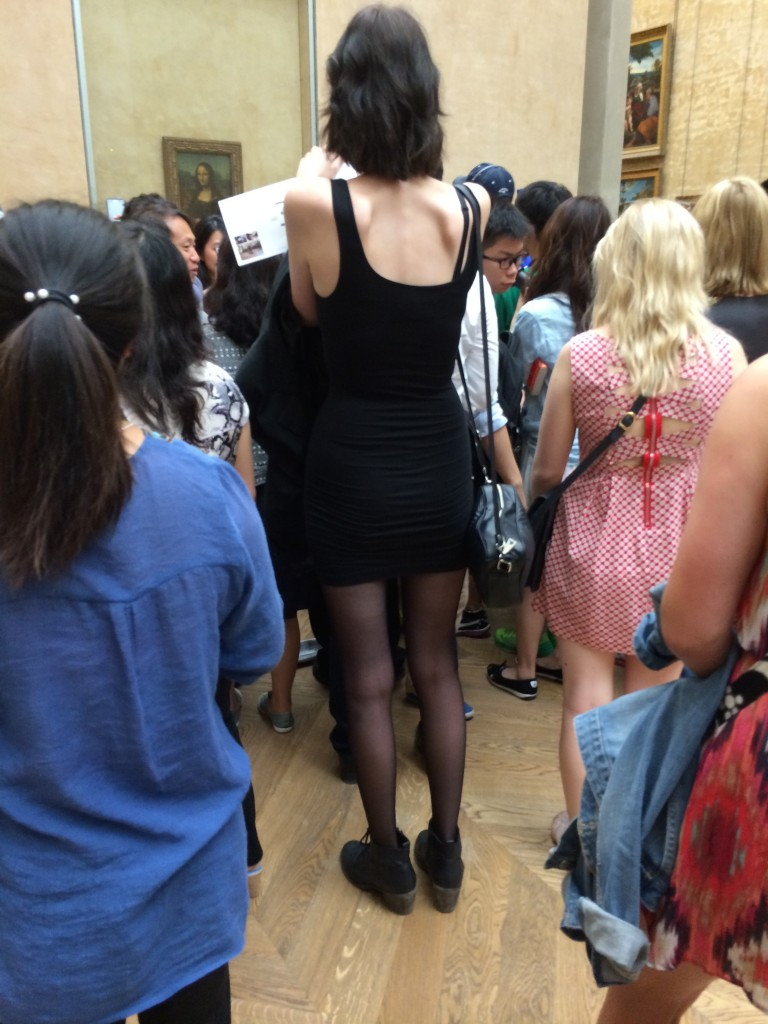 This fortunate young woman is tall enough to get her Mona Lisa Selfie, without losing herself in the throng.
