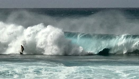 Christmas Day, Pipeline Wave Worship, Northshore, Hawaii
